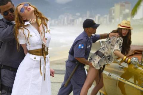 Nel 2009 anche Relish realizza una pubblicità che mette in scena un presunto abuso: due donne vengono perquisite con modalità violente e svilenti da due agenti in divisa.