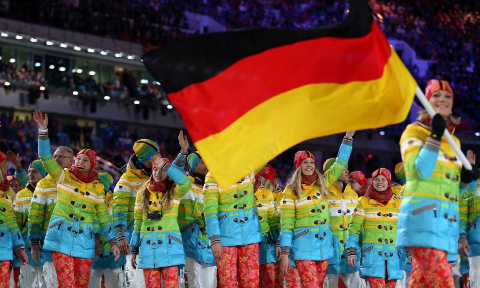 La nazionale tedesca con la divisa rainbow alla cerimonia di apertura di Sochi 2014
