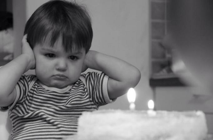 """""""Gli abbiamo detto che ha due anni e non cinque"""""""