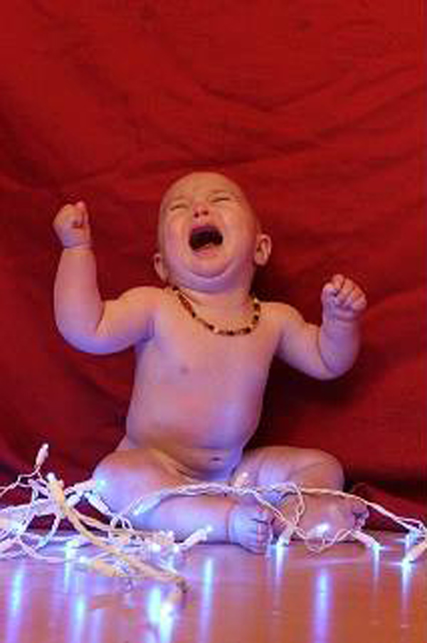 Pinterest-Fail-baby-with-twinkle-lights-result